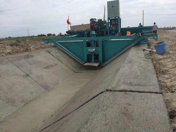 梯形现浇水渠滑膜机,梯形现浇砼渠成型机
