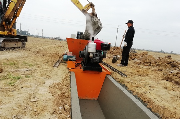 梯形渠现浇成型机,混凝土浇筑一体机